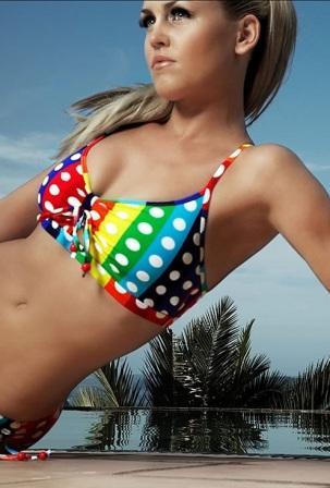 Des bikinis rembourrs pour les filles de 7 ans - rtlfr